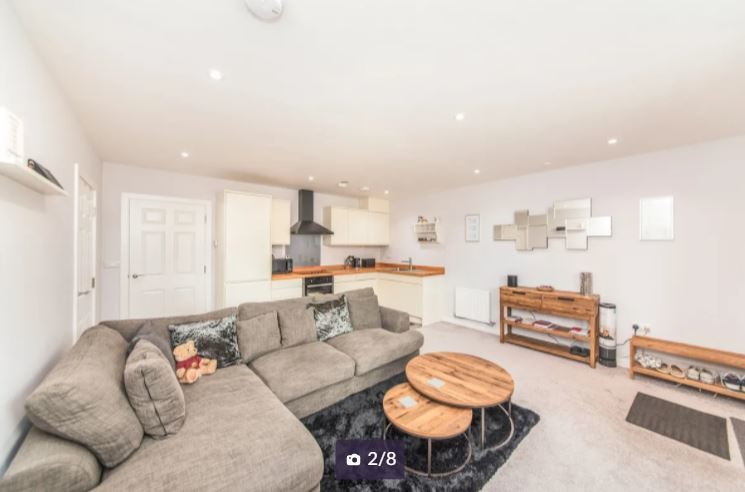 The flat living area. Credit: Zoopla