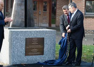 Gordon Brown unveils statue for Sir Magdi Yacoub PICTURE: Pippa Douglas.